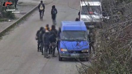 Caporalato, migranti stipati in van e sfruttati: diversi arresti