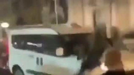 Napoli, tassista aggredito alla Sanità da baby gang