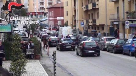 Benevento, 9 arresti per droga: clienti costretti ad assumere l'eroina in casa del pusher
