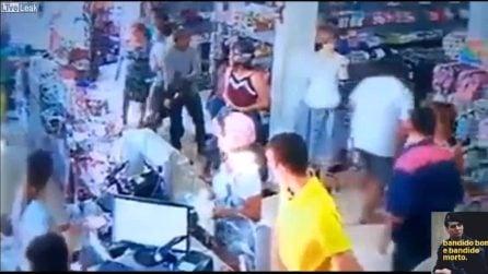 Ladro tenta il furto ma viene fermato da poliziotto in borghese