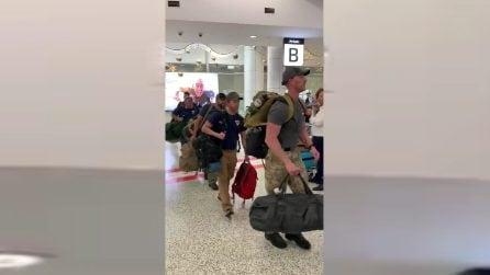 Incendi Australia, arrivano i vigili del fuoco americani: commovente applauso all'aeroporto