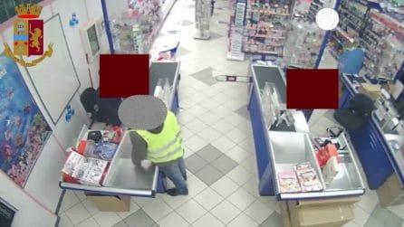 """Milano, pistola giocattolo e volto scoperto: preso il rapinatore """"nulla da perdere"""