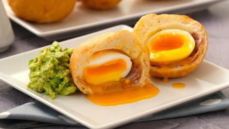 Bombe fritte ripiene di uovo: un piatto sfizioso e saporito da provare per una cena originale!