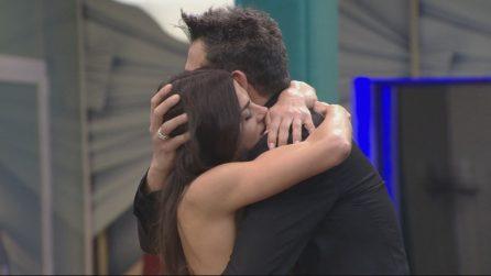 Grande Fratello Vip, l'abbraccio tra Serena Enardu e Pago