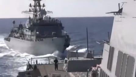 Scontro evitato all'ultimo istante tra la nave russa e il cacciatorpediniere statunitense