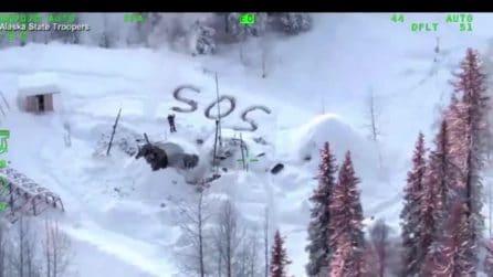 Resta isolato per 23 giorni in Alaska: salvato grazie alla scritta SOS fatta da lui nella neve
