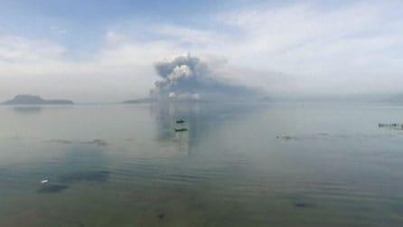 Filippine, vulcano Taal erutta, innalzato livello allerta