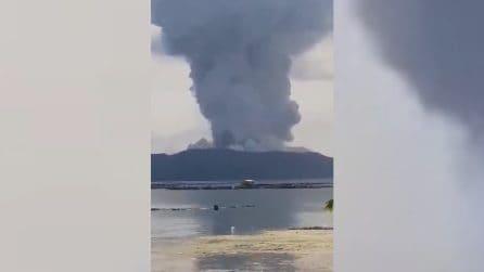"""Si risveglia il vulcano Taal: """"violenta eruzione esplosiva"""""""