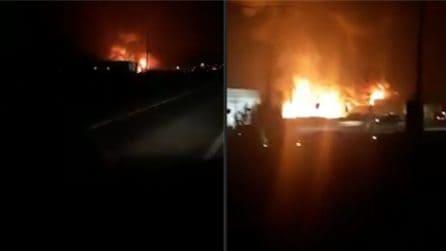 切塞纳大火烧毁了工厂,火焰令人印象深刻