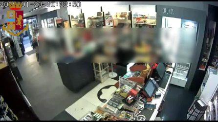 San Giovanni, ladro bloccato dalla titolare di una tabaccheria perde il cellulare: denunciato