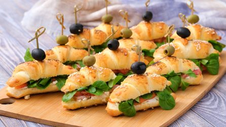 Savory croissants: they are perfect for a party!