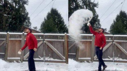 Cosa succede se lanci un bicchiere di acqua bollente con temperature sotto lo 0