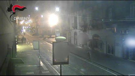 Inseguimento in via Toledo per un casco, due rapinatori arrestati dai carabineiri
