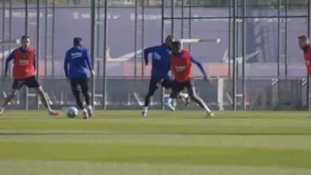 Messi punta il difensore e fulmina il portiere con un tiro perfetto