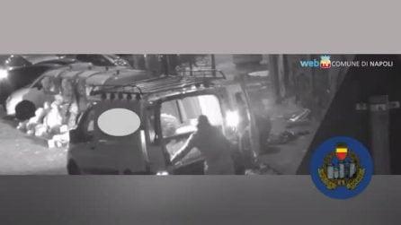 Napoli, telecamere spia contro chi abbandona rifiuti in strada: subito tre denunciati