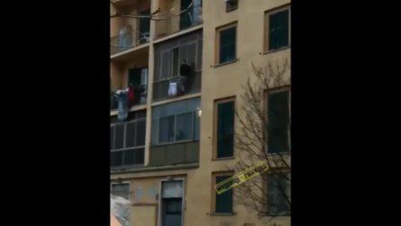 Il ladro sul cornicione a Tor Marancia è in realtà un uomo che ha tentato il suicidio: le immagini