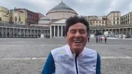Gianni Morandi corre tra i monumenti di Napoli: ''Città splendida che amo da sempre''