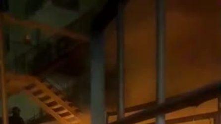 Incendio al Vomero, a fuoco il palazzo che ospita Coin