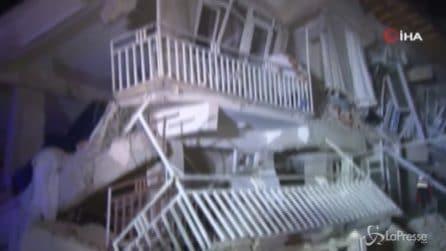 Terremoto Turchia, scossa lunghissima: palazzi crollati, si scava tra le macerie
