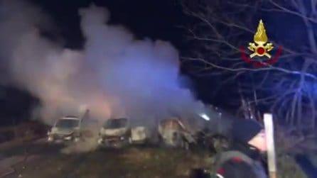 Lodi, tentato assalto a un furgone portavalori sulla A1: veicoli in fiamme e caos in autostrada