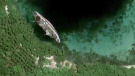 L'enorme nave da crociera abbandonata sulla costa