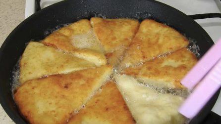 Triangolini di pane al formaggio: la merenda semplice e gustosa