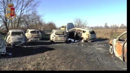 Lodi, tentato assalto a un portavalori sull'Autostrada A1: vetture in fiamme e chiodi sull'asfalto