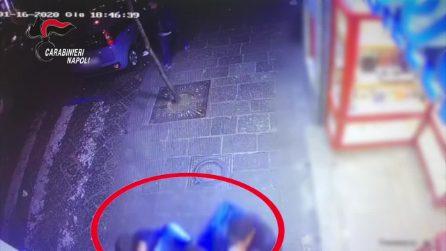 Napoli, accoltellano un coetaneo: denunciati 4 minorenni