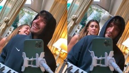"""Belen e Stefano De Martino cantano """"Fai rumore"""", la canzone di Diodato che ha vinto Sanremo 2020"""
