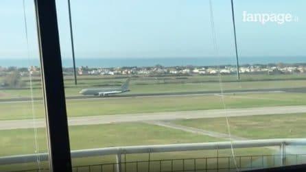 Coronavirus: atterra a Pratica di Mare l'aereo con 56 italiani a bordo