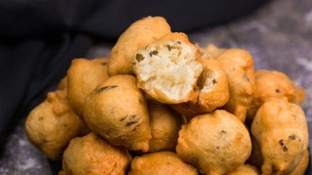 Seaweed fritters (bunuelos de algas): you won't be able to stop at one!