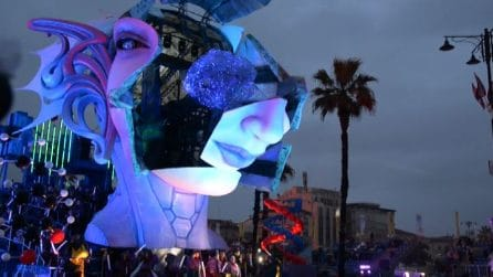 Carnevale di Viareggio al via: maschere e giochi in strada