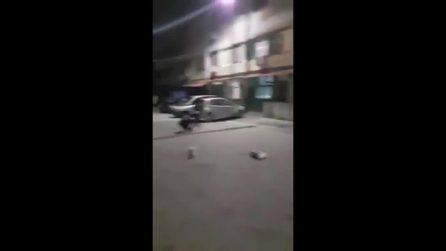 Napoli, festeggia la scarcerazione coi fuochi d'artificio e blocca la strada a Pianura