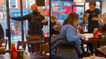 """Attacco a Londra, poliziotto urla: """"Tutti fuori"""". La cameriera: """"No, adesso stanno mangiando"""""""
