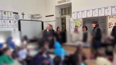"""Coronavirus, Mattarella visita una scuola nel cuore multietnico di Roma: """"Vicini comunità cinese"""""""