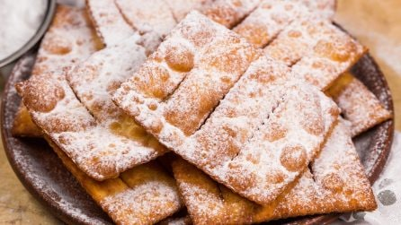 Chiacchiere recipe (Mardi Gras fritters): a delicious dessert perfect for Carnival!