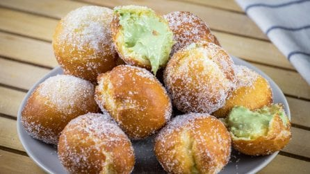 Pistachio fritters: the fried balls you'll fall in love with!