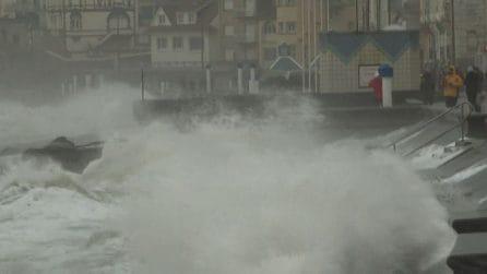 La tempesta Ciara sul Nord Europa: vento, voli annullati e disagi