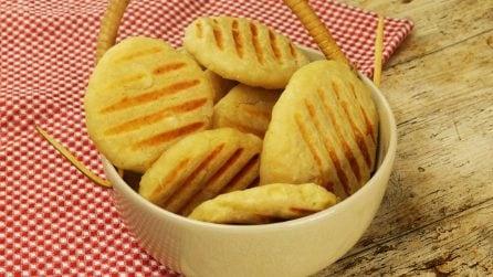 Focaccine di patate piastrate: ideali per una pausa saporita e facile da preparare!