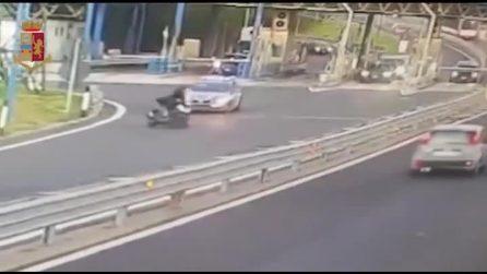 Napoli, contromano in Tangenziale per sfuggire alla Polizia Stradale