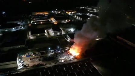 Acerra, incendio in un deposito di rifiuti accanto al termovalorizzatore