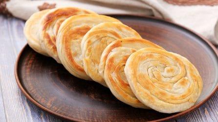 Panetti sfogliati in padella: come fare un pane saporito e veloce in casa!
