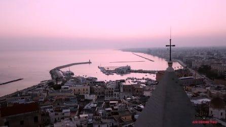 Bari, la bellezza della città all'alba ripresa dall'alto