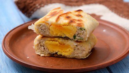 Tasche di piadina ripiene di carne e uova: l'idea perfetta per una cena super sfiziosa!