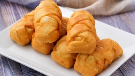 Fried savory pockets: a delicious treat ready in a few steps!