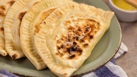 How to make a delicious stuffed calzone in a pan!