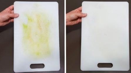 Come pulire il tagliere di plastica con due ingredienti