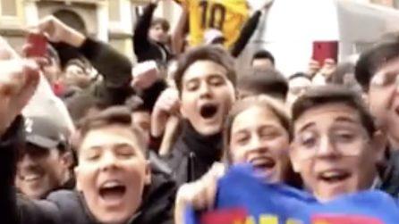 Arriva il Barcellona a Napoli: ragazzi aspettano Messi e fanno cori per lui
