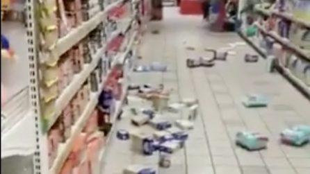 Terremoto a Cosenza, i danni all'interno di un supermercato