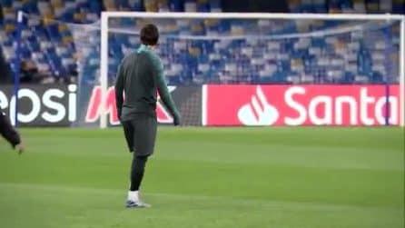 Leo Messi entra per la prima volta sul terreno di gioco del San Paolo